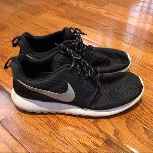 Nike Roshe One. Black. Size 8.5.
